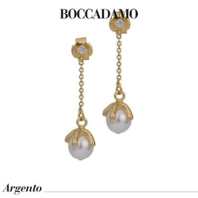 Orecchini placcati oro giallo con perla Swarovski pendente e punto luce di zirconi