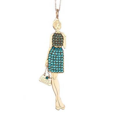 Collana bambolina con outfit verde opale e verde acqua