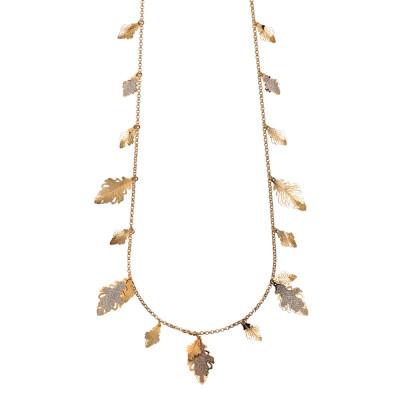 Collana lunga placcata oro rosa con foglie di quercia pendenti