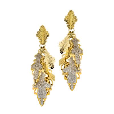 Orecchini placcati oro giallo con ciuffetto di foglie di quercia lisce e glitterate
