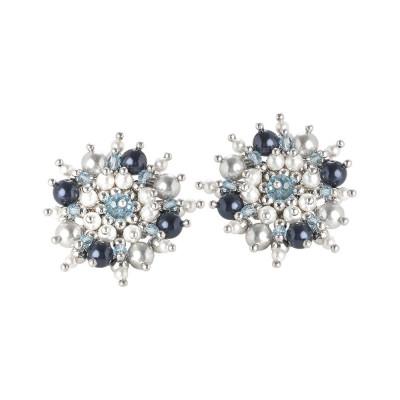 Orecchini con fiore di perle e cristalli Swarovski dalle tonalità blu