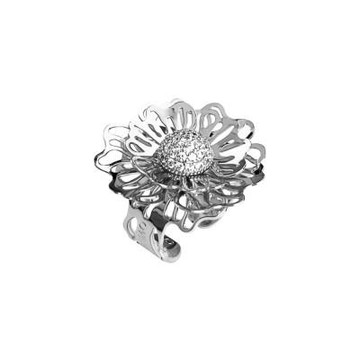 Anello rodiato con rosa selvatica tridimensionale e zirconi