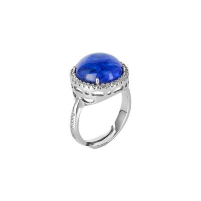 Anello con cristallo cabochon blu rutilato e zirconi