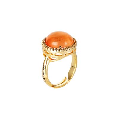 Anello con cristallo cabochon arancione gatteggiante e zirconi