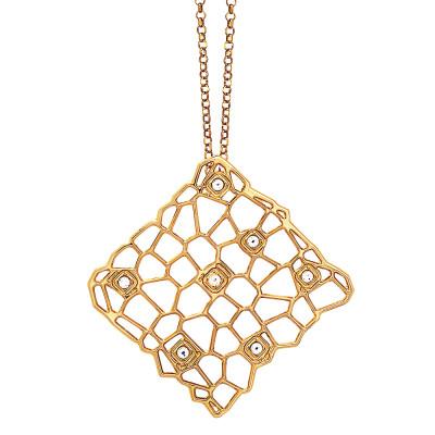 Collana lunga dorata con pendente dalla trama a rete e Swarovski