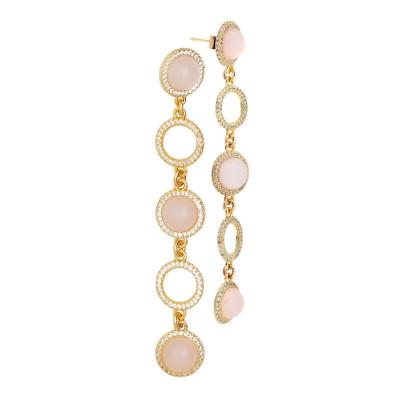 Orecchini con pendente di cabochon rosa chiaro alternati a zirconi