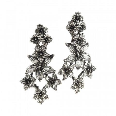 Orecchini in argento brunito con decoro di fiori di lilium