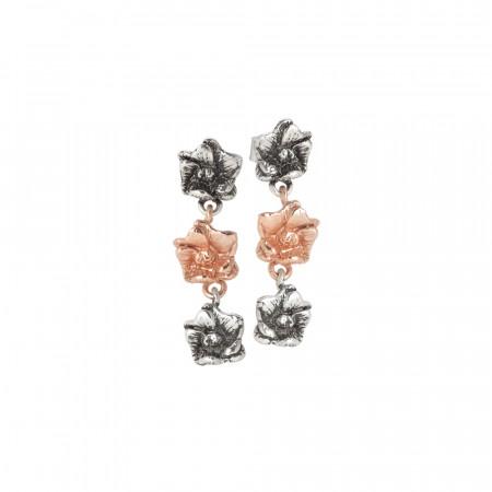 Orecchini con due fiori di ciliegio in argento brunito e uno rosato