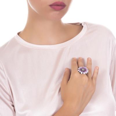 Anello margherita in argento brunito e dipinto nelle sfumature del viola