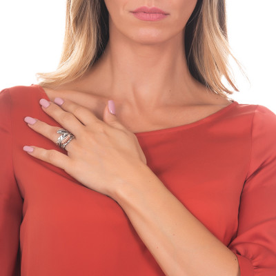 Anello a fascia in argento brunito con bruco rosato