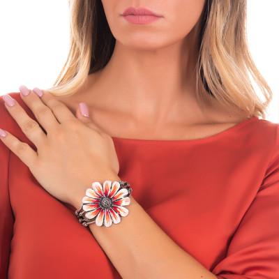 Bracciale rigido a fascia in argento brunito con margherita dipinta di arancione