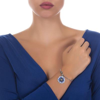 Bracciale in argento brunito con margherita pendente dipinta di blu