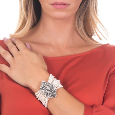 Bracciale medio multifilo con perle lisce naturali e foglia piuma in argento brunito