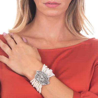 Bracciale piccolo multifilo con perle lisce naturali e foglia piuma in argento brunito
