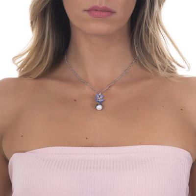 Collana in argento brunito con pendente composto da fiore di ninfea lilla e perla naturale