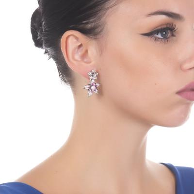 Orecchini con fiore di lilium dipinto a mano pendente e perla naturale