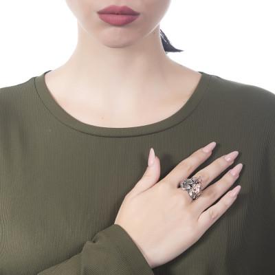 Anello in argento brunito con decoro di ninfee e ranocchio rosati