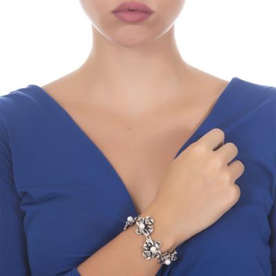 Bracciale in argento brunito con fiori di iris e perle naturali