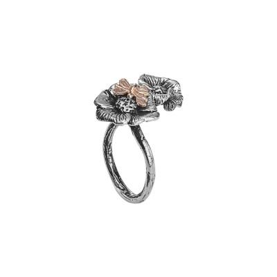 Anello contrariè in argento brunito con fiori di ciliegio e ape dorata