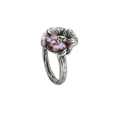 Anello in argento brunito con fiore di ciliegio e farfalla dipinta a mano