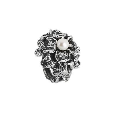 Anello in argento brunito con ninfee e perla naturale centrale