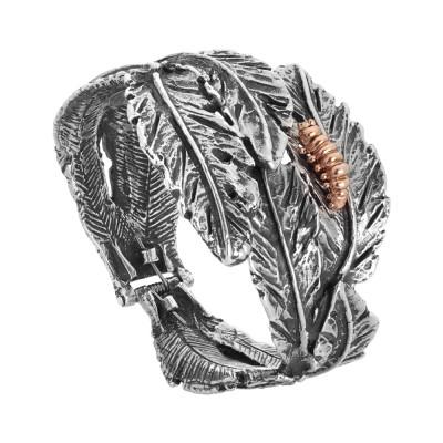 Bracciale rigido in argento brunito con foglie piuma e bruco placcato oro rosa