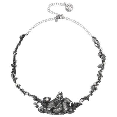 Collana in argento brunito decorata da foglie di castagno, perle naturali e centrale con scoiattolo