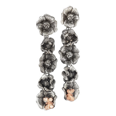 Orecchini pendenti con fiori di ciliegio in argento brunito e farfalla rosata
