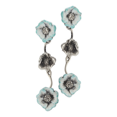 Orecchini semirigidi con fiori di ciliegio brunito e celesti dipinti a mano