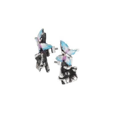 Orecchini asimmetrici con farfalla e fiore di ciliegio dipinti a mano