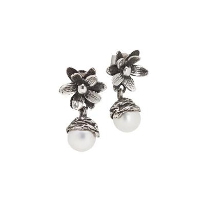 Orecchini con fiore di ninfea in argento brunito e perla naturale