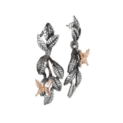 Orecchini con intreccio di foglie di ulivo brunite e farfalla rosata