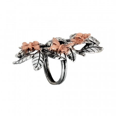 Ring in burnished silver with ample decoration of olive leaves and butterflies