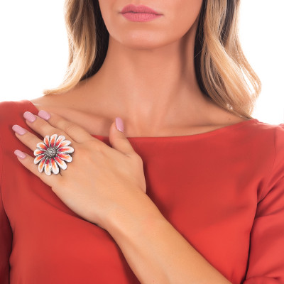 Large daisy ring in burnished silver painted in shades of orange