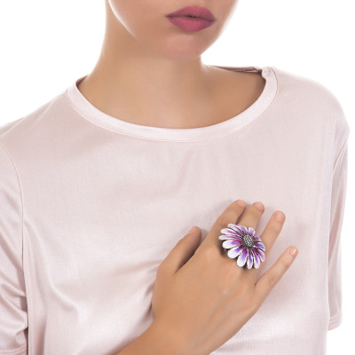 Large daisy ring in burnished silver painted in shades of purple