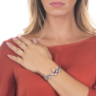 Semi-rigid bracelet in burnished silver with olive leaves and pink butterflies