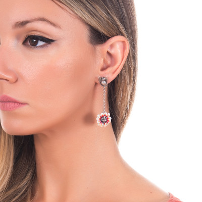 Drop earrings with apina in burnished silver and orange daisy hand painted