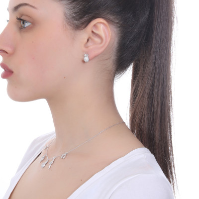 Lobe earring with cubic zirconia pineapple