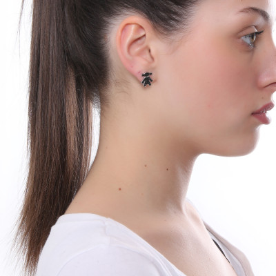Lobe earring with black cubic zirconia girl