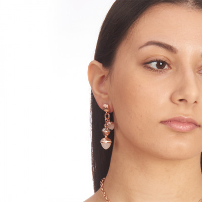 Stud earrings with studs and pyramidal crystals in mother-of-pearl and zircons