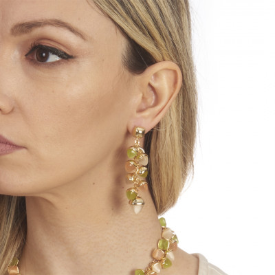 Earrings with pyramidal crystals in cornelian, olivine and moonstone colored ear of corn