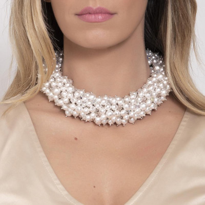 Short necklace with composition and crystals Swarovski beads white