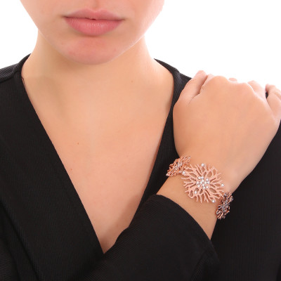 Bracelet with coral and Swarovski crystal decoration
