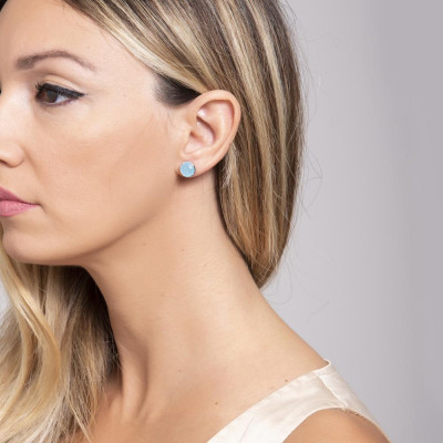 Earrings in the lobe with crystal acquamarine milk