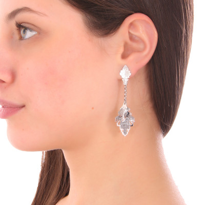 Rhodium-plated earrings with tuft of smooth and glittery hanging leaves