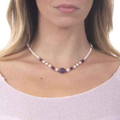 Necklace with natural pearls and faceted amethyst.
