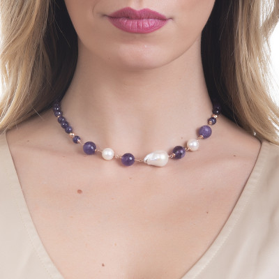 Necklace with amethyst and natural pearls