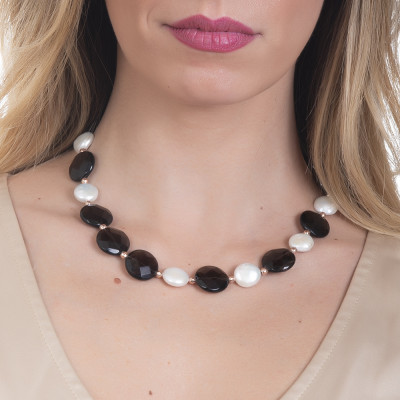 Necklace with faceted smoky quartz and natural pearls