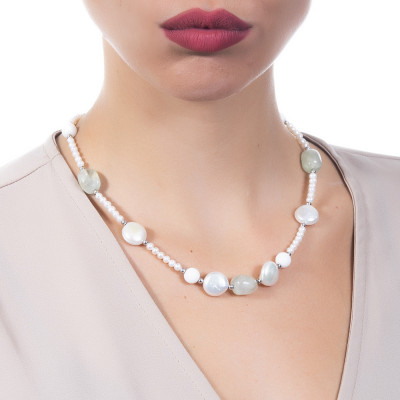 Necklace with natural pearls, garnet and white agate