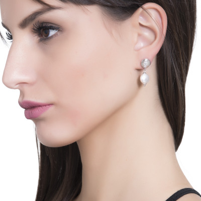 Earrings with crushed Swarovski pearl and zircon element